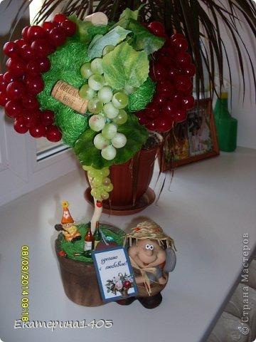 Итак, эти работы  сделала в подарок воспитателям в группу своей дочери,  девчонкам - коллегам понравилось, были довольные!!!! В общем топики сделаны из салфеток, сизали и миксованный - сизаль и салфетки - все вместе, шпагатом обмотала баночки от глины, добавила декорчик - божьи коровки и бабочки и конечно бирочки!!!))) фото 9