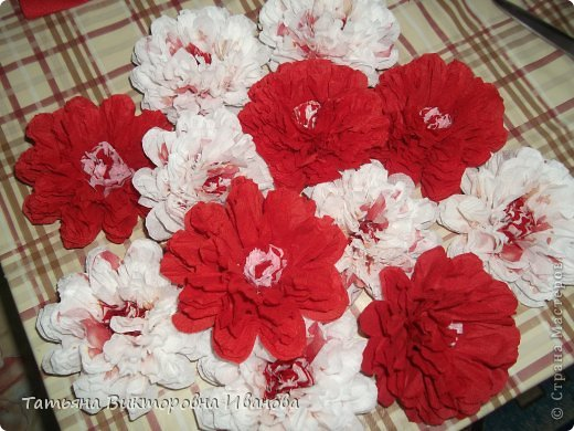 Всем доброго дня суток! Сегодня я вам покажу как делаются такие цветочки. Может кто- то до меня уже такие цветы показывал, но я такие не встречала нигде. фото 15