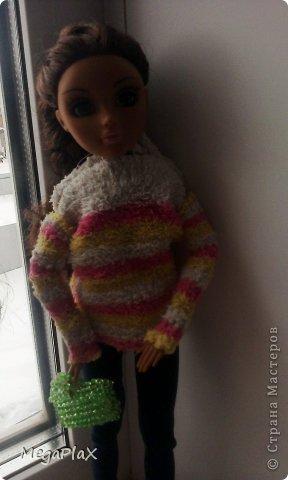 Всем привет! Сегодня я бы хотела показать Вам, как я делала сумочку для куклы из бисера. Так как, я свои вещи для переезда собрала, а родители еще нет, я решила что-нибудь поделать для куклы, но у меня был только бисер, проволока, леска, нитки и иголки, ну и ножницы и кусачки, в общем, небогатый выбор:) фото 17