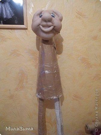 Всем доброе утро)))) Как то раз в магазине я увидела большенькую куклу с длинными ногами и большими ботинками,которые встречают вас с работы,нужно их ставить в прихожую и радоваться,когда приходишь домой)))) рост моей куклы 85-90см может кто-то захочет и себе такую же куклу)))то прошу))))дальше будет мк))) уверена у вас получится гораздо лучше) но взглянув на цену...я пошатнулась и тихоньку вышла вон((( долго искала что-то подобное в интернете,чтобы подробнее разглядеть,но что-то ничего не нашла(((( увидела на американском магазине, мелкую картинку. Ну решила,что надо себе такую сделать))))  Вот что у меня получилось)))мои недельные труды)))) фото 8