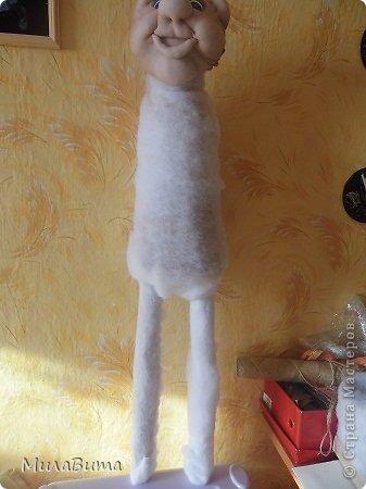 Всем доброе утро)))) Как то раз в магазине я увидела большенькую куклу с длинными ногами и большими ботинками,которые встречают вас с работы,нужно их ставить в прихожую и радоваться,когда приходишь домой)))) рост моей куклы 85-90см может кто-то захочет и себе такую же куклу)))то прошу))))дальше будет мк))) уверена у вас получится гораздо лучше) но взглянув на цену...я пошатнулась и тихоньку вышла вон((( долго искала что-то подобное в интернете,чтобы подробнее разглядеть,но что-то ничего не нашла(((( увидела на американском магазине, мелкую картинку. Ну решила,что надо себе такую сделать))))  Вот что у меня получилось)))мои недельные труды)))) фото 17