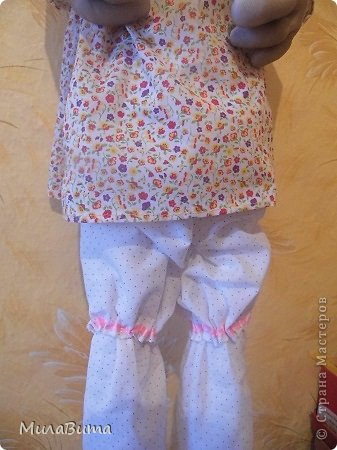 Всем доброе утро)))) Как то раз в магазине я увидела большенькую куклу с длинными ногами и большими ботинками,которые встречают вас с работы,нужно их ставить в прихожую и радоваться,когда приходишь домой)))) рост моей куклы 85-90см может кто-то захочет и себе такую же куклу)))то прошу))))дальше будет мк))) уверена у вас получится гораздо лучше) но взглянув на цену...я пошатнулась и тихоньку вышла вон((( долго искала что-то подобное в интернете,чтобы подробнее разглядеть,но что-то ничего не нашла(((( увидела на американском магазине, мелкую картинку. Ну решила,что надо себе такую сделать))))  Вот что у меня получилось)))мои недельные труды)))) фото 24