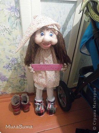 Всем доброе утро)))) Как то раз в магазине я увидела большенькую куклу с длинными ногами и большими ботинками,которые встречают вас с работы,нужно их ставить в прихожую и радоваться,когда приходишь домой)))) рост моей куклы 85-90см может кто-то захочет и себе такую же куклу)))то прошу))))дальше будет мк))) уверена у вас получится гораздо лучше) но взглянув на цену...я пошатнулась и тихоньку вышла вон((( долго искала что-то подобное в интернете,чтобы подробнее разглядеть,но что-то ничего не нашла(((( увидела на американском магазине, мелкую картинку. Ну решила,что надо себе такую сделать))))  Вот что у меня получилось)))мои недельные труды)))) фото 30