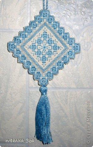 Выполнена в технике хардангер на равномерке, нитки Ирис.  Дизайн Риолис, набор давно снят с производства фото 1