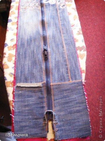 Вот такая получилась сумка! Джинсы сначала было жалко, но немного подумав, решила что носить все равно больше их не буду- потерлись на стратегических местах)) А теперь они будут ещё долго со мной. Даешь любимым джинсам вторую жизнь! фото 17