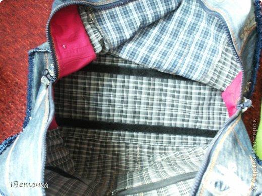 Вот такая получилась сумка! Джинсы сначала было жалко, но немного подумав, решила что носить все равно больше их не буду- потерлись на стратегических местах)) А теперь они будут ещё долго со мной. Даешь любимым джинсам вторую жизнь! фото 22