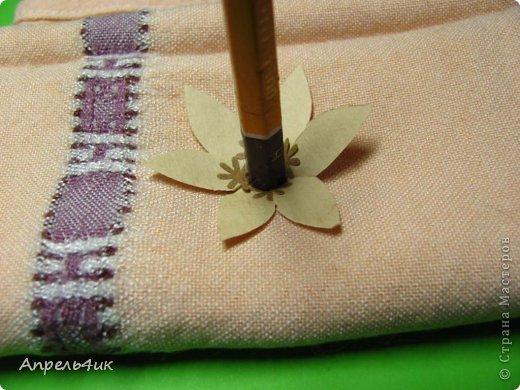 Обещала рассказать, как я делала цветочки для кофейной чашки https://stranamasterov.ru/node/733719. Вот сегодня наконец то сфотографировала процесс. Для изготовления такого цветка, нам понадобится: - акварельная бумага  - оберточная коричневая бумага - зерна кофе - проволока - шпагат - клей ПВА - горячий пистолет фото 5