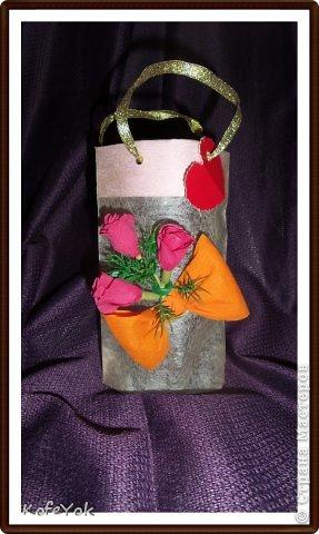 Перед Новым годом готовила подарочки коллегам. Хотела упаковать в мешочки из органзы, но в местном магазине остался последний, а времени как всегда оставалось мало ((( Пришлось выкручиваться))))