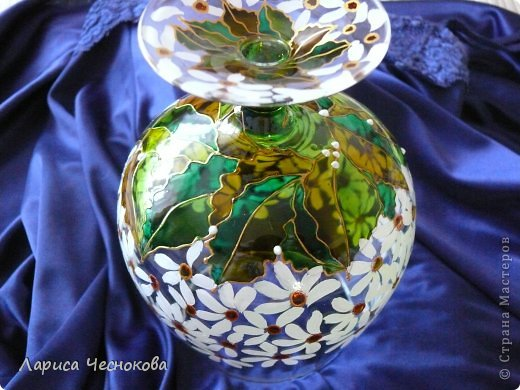 p1330069 Вазы из стеклянных бутылок: декор, роспись и обрезка