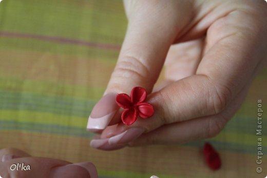 Здравствуйте, Мастерицы!!! Я обещала показать процесс изготовления цветка сирени. Наконец-то я сделала этот МК!!! Спасибо Сестренке за то, что она сделала фото, т.к. одной мне тут ну никак не справится.   фото 9
