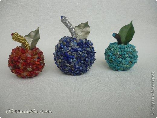 """Всем привет! На улице только весна, а у меня уже яблочки созрели... Почему так рано созрели...?, да потому что они """"каменные"""" (из каменной крошки)!"""
