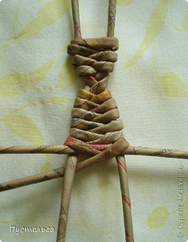Поделка изделие Плетение Тараканище Бумага газетная Трубочки бумажные фото 6