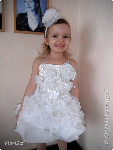 """Всем привет! Пошилось у меня вот такое """"свадебное"""" платье для дочки. Летом поедем на свадьбу моей племянницы. Шила в ручную юбку. А верх немного переделала от старого платья. фото 1"""