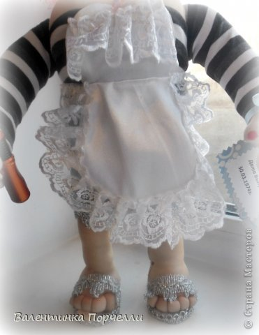 Всем Всем привет!!!Немного отдохнув от 8-ми мартовских заказов я снова с вами!))))Недавно был у меня заказ.Надо было сделать куклу.Каркасную,в фартуке,с поварёжкой,рыжую.Я сказала-легко!А вот делать села и начала чесать репу))))Я их никогда не делала.Просмотрела МК Елены Лаврентьевой раз 5)))Села и....СШИЛА!!!! Итак!Моя первая каркасная кукла. фото 3
