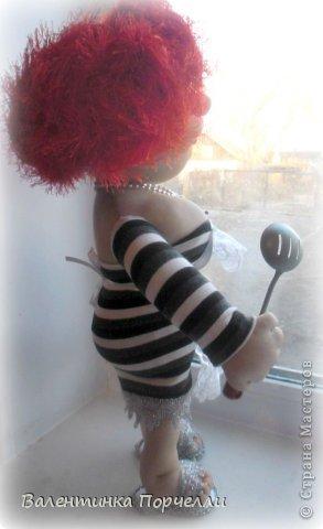 Всем Всем привет!!!Немного отдохнув от 8-ми мартовских заказов я снова с вами!))))Недавно был у меня заказ.Надо было сделать куклу.Каркасную,в фартуке,с поварёжкой,рыжую.Я сказала-легко!А вот делать села и начала чесать репу))))Я их никогда не делала.Просмотрела МК Елены Лаврентьевой раз 5)))Села и....СШИЛА!!!! Итак!Моя первая каркасная кукла. фото 4