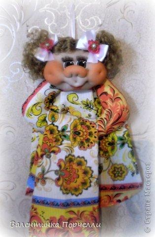 Всем Всем привет!!!Немного отдохнув от 8-ми мартовских заказов я снова с вами!))))Недавно был у меня заказ.Надо было сделать куклу.Каркасную,в фартуке,с поварёжкой,рыжую.Я сказала-легко!А вот делать села и начала чесать репу))))Я их никогда не делала.Просмотрела МК Елены Лаврентьевой раз 5)))Села и....СШИЛА!!!! Итак!Моя первая каркасная кукла. фото 10