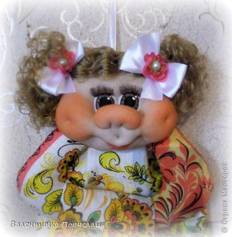 Всем Всем привет!!!Немного отдохнув от 8-ми мартовских заказов я снова с вами!))))Недавно был у меня заказ.Надо было сделать куклу.Каркасную,в фартуке,с поварёжкой,рыжую.Я сказала-легко!А вот делать села и начала чесать репу))))Я их никогда не делала.Просмотрела МК Елены Лаврентьевой раз 5)))Села и....СШИЛА!!!! Итак!Моя первая каркасная кукла. фото 11