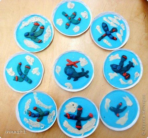 Поделка изделие Раннее развитие 23 февраля 8 марта День космонавтики Масленица Аппликация из пластилина + обратная Картинки-пластилинки - Пластилин фото 1
