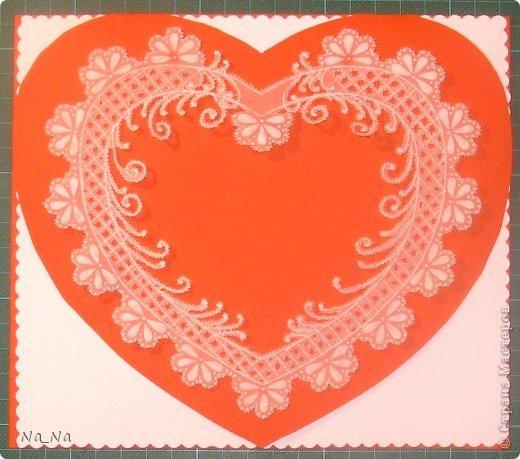 Открытка выполнена в технике Пергамано. Красное сердечко открывается и на белой части открытки можно написать поздравление с праздником. Прошу сильно не пинать, я только учусь.