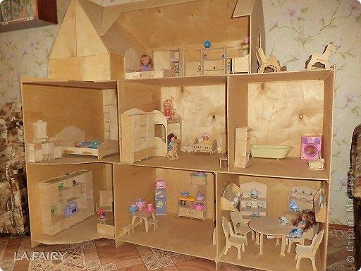 Такой кукольный домик сделал наш папа (из фанеры 6 мм.). Это одно из первых фото. фото 4