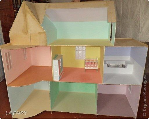 Такой кукольный домик сделал наш папа (из фанеры 6 мм.). Это одно из первых фото. фото 6