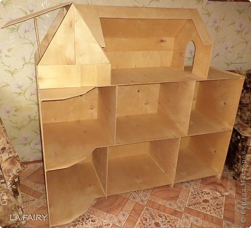 Такой кукольный домик сделал наш папа (из фанеры 6 мм.). Это одно из первых фото. фото 2