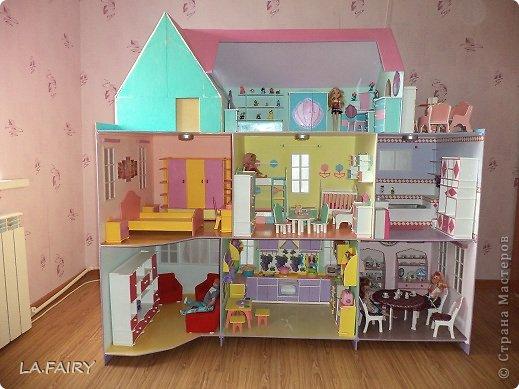 Такой кукольный домик сделал наш папа (из фанеры 6 мм.). Это одно из первых фото. фото 8