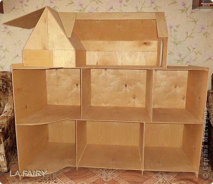 Такой кукольный домик сделал наш папа (из фанеры 6 мм.). Это одно из первых фото. фото 1