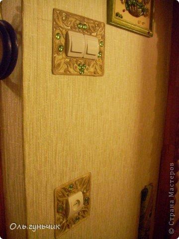 Ну вот и очередная работа в технике шпагатная филигрань. Накладка для розетки. Первая накладка и мой МК тут: https://stranamasterov.ru/node/752621 решила и для розетки одежку сделать...чтобы смотрелись вместе гармонично... фото 3