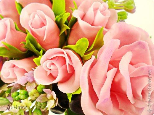 """Да простит меня Катюша,""""срисовала"""" я ее идею черники и роз. Последнее время потянуло меня на всяческие композиции с розами и ягодами. Намаялась я с фотиком,снимая эту работу,в планах было купить ему хорошую замену,но увы...,хотела в этом посте поплакаться на жизнь(накрыло последнее время),но зачем нам печалиться...Более реальный цвет на 3 и 6 фото. Слепила за два вечера,тонировала пастелью. Весны вам!!!!!!! фото 7"""