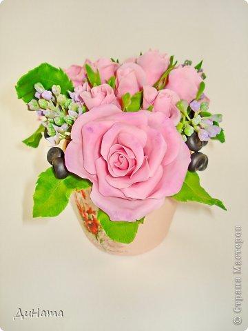 """Да простит меня Катюша,""""срисовала"""" я ее идею черники и роз. Последнее время потянуло меня на всяческие композиции с розами и ягодами. Намаялась я с фотиком,снимая эту работу,в планах было купить ему хорошую замену,но увы...,хотела в этом посте поплакаться на жизнь(накрыло последнее время),но зачем нам печалиться...Более реальный цвет на 3 и 6 фото. Слепила за два вечера,тонировала пастелью. Весны вам!!!!!!! фото 4"""