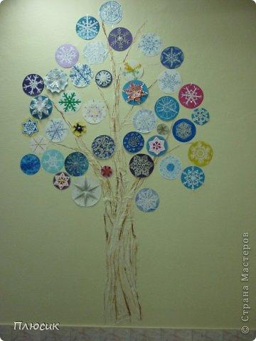 """Такое дерево появилось у нас в школе под вдохновением от участия в арт-проекте """"Волшебный снегопад"""" (https://stranamasterov.ru/node/676650 ).  фото 1"""