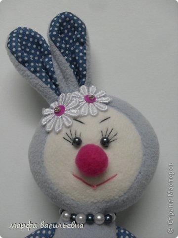 Здравствуйте.Я к вам с зайцами.Сшила одного и остановиться не могу. фото 10