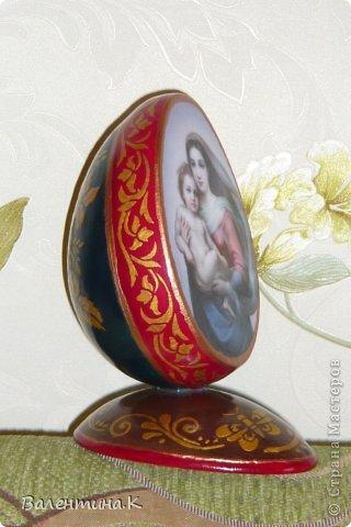 Добрый день. Как и многие готовлю Пасхальные сувениры. Яйца деревянные. По форме такие же как с Троицей Рублёва, то есть со срезом. Только эти чуть поменьше. Высота яйца 12 см, с подставкой 14,5. Мадонны с младенцами. фото 6
