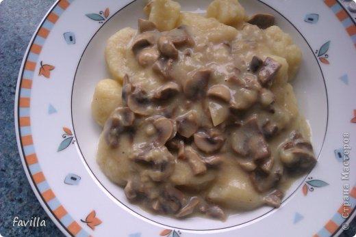 Постные картофельные клецки с грибами