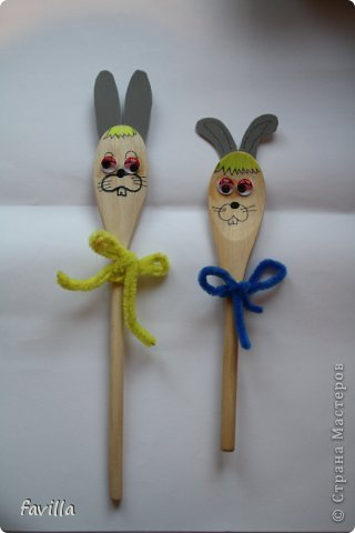 Два зайца - деревянные ложки