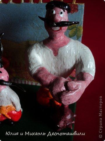 «Казаки» — серия мультипликационных фильмов, снятых в СССР на украинской киностудии «Киевнаучфильм» режиссёром Владимиром Дахно (последний фильм цикла — совместно с Тадеушем Павленко).  Главными героями  являются три запорожских казака: верзила, коротышка и силач (по сценарию носят имена Грай, Око и Тур соответственно, но в самом сериале всегда безымянны). Грай — хитёр и рассудителен, Око — бодр и воинствен (он таскает с собой огромную пушку-мортиру, а прозвище Око (в переводе с украинского — «Глаз») заслужил за меткую стрельбу, что подтверждается рядом эпизодов), Тур — застенчив и сентиментален. Они попадают в невероятные приключения, встречаясь с людьми разных стран и эпох фото 3