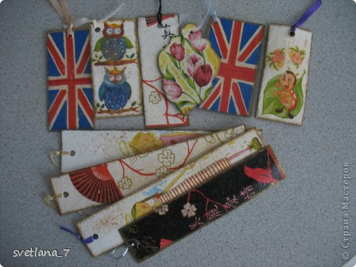 Вязанные закладки - замечательный подарок для подружек дочери.  Вязала по картинкам с интернета.  Хвостики кошек - закладки внизу книги. фото 4