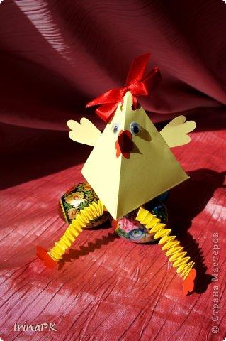 """Придумалась упаковочная коробочка-треугольник """"Курочка"""" для пасхального яйца. фото 3"""