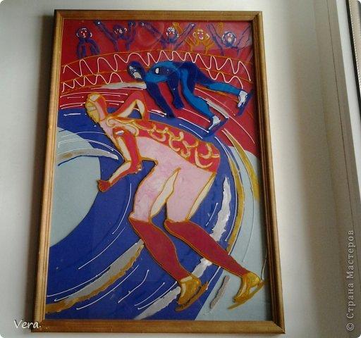 Делала в худ. Школе, на олимпиду в Сочи. Картина выполнена  так: были сделаны эскизы, отобраны лучшие, лист с эскизом был закреплен на стекле и обведен контурами. А дальше в ход пошел пластилин. фото 1