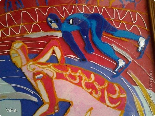 Делала в худ. Школе, на олимпиду в Сочи. Картина выполнена  так: были сделаны эскизы, отобраны лучшие, лист с эскизом был закреплен на стекле и обведен контурами. А дальше в ход пошел пластилин. фото 2
