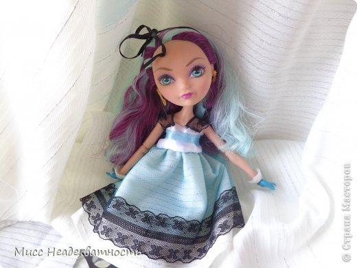 Новое платье для Мэди. Если честно,шить для неё сложно, не в техническом плане. Нужна фантазия. Такой как она, нужно что-то феерическое, сказочное,легкое,воздушное и всё же повседневное, причём в её стиле. Поскольку она дочь безумного шляпника,она обажает чай и шляпки.       Так или иначе этот наряд устроил нас обоих.Конечно не хватает чайной или шляпной тематики...Но довольно об этом.Просто смотрите    <3 фото 1