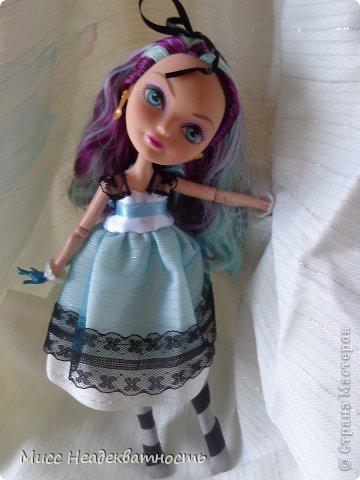 Новое платье для Мэди. Если честно,шить для неё сложно, не в техническом плане. Нужна фантазия. Такой как она, нужно что-то феерическое, сказочное,легкое,воздушное и всё же повседневное, причём в её стиле. Поскольку она дочь безумного шляпника,она обажает чай и шляпки.       Так или иначе этот наряд устроил нас обоих.Конечно не хватает чайной или шляпной тематики...Но довольно об этом.Просто смотрите    <3 фото 3