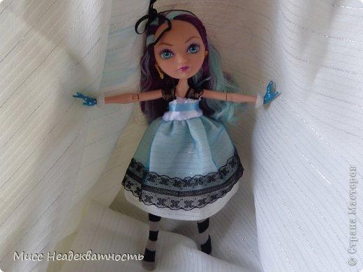 Новое платье для Мэди. Если честно,шить для неё сложно, не в техническом плане. Нужна фантазия. Такой как она, нужно что-то феерическое, сказочное,легкое,воздушное и всё же повседневное, причём в её стиле. Поскольку она дочь безумного шляпника,она обажает чай и шляпки.       Так или иначе этот наряд устроил нас обоих.Конечно не хватает чайной или шляпной тематики...Но довольно об этом.Просто смотрите    <3 фото 4