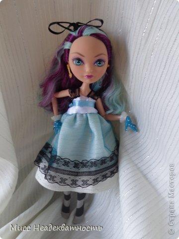 Новое платье для Мэди. Если честно,шить для неё сложно, не в техническом плане. Нужна фантазия. Такой как она, нужно что-то феерическое, сказочное,легкое,воздушное и всё же повседневное, причём в её стиле. Поскольку она дочь безумного шляпника,она обажает чай и шляпки.       Так или иначе этот наряд устроил нас обоих.Конечно не хватает чайной или шляпной тематики...Но довольно об этом.Просто смотрите    <3 фото 9