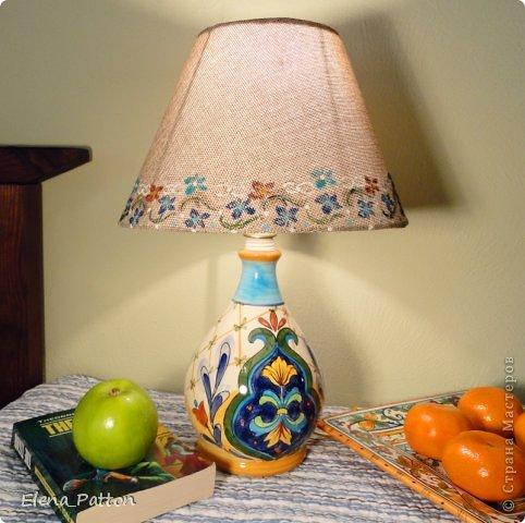 использованы: диспенсер для жидкого мыла, абажур, легкая роспись по абажуру. фото 2