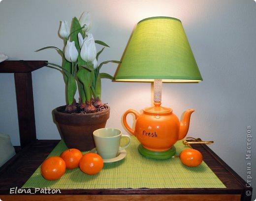 Лампа настольная родилась из союза чайничка и абажура фото 1