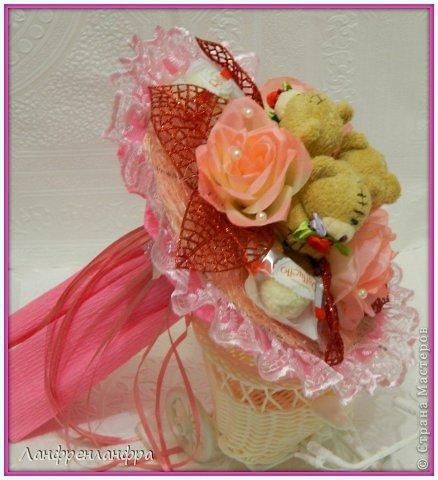 Ручные букеты с конфетами и игрушками фото 7