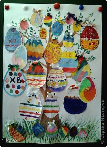 """Эти работы были представлены на конкурсе """"Пасхальная радость"""". Пасхальное дерево. Коллективная работа пятиклассников. Размер - А1. фото 1"""