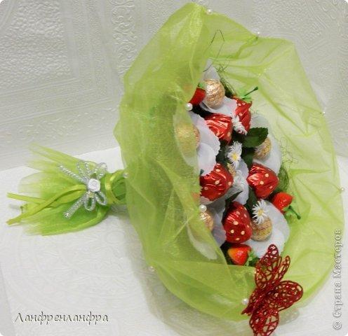 Ручные букеты с конфетами и игрушками фото 13